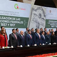 Toluca, México.- José Manzur Quiroga, Secretario General de Gobierno, encabezó la ceremononia del 98 Aniversario de la Promulgación de la Constitución Política de los Estados Unidos Mexicanos, evento que se realizó en el Palacio de Gobierno Mexiquense, en cual estuvieron presentes servidores públicos, federales, estatales y municipales. Agencia MVT / Arturo Hernández.