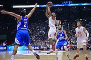 DESCRIZIONE : Milano Eurolega Euroleague 2013-14 EA7 Emporio Armani Milano Real Madrid <br /> GIOCATORE : Jerrells Curtis<br /> CATEGORIA : Tiro<br /> SQUADRA :  EA7 Emporio Armani Milano<br /> EVENTO : Eurolega Euroleague 2013-2014 GARA : EA7 Emporio Armani Milano Real Madrid <br /> DATA : 05/12/2013 <br /> SPORT : Pallacanestro <br /> AUTORE : Agenzia Ciamillo-Castoria/I.Mancini<br /> Galleria : Eurolega Euroleague 2013-2014 <br /> Fotonotizia : Milano Eurolega Euroleague 2013-14 EA7 Emporio Armani Milano Real Madrid Predefinita