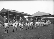 Neg No: 735/9958-9965...3041955IPHCF.03.04.1955...Interprovincial Railway Cup Hurling Championship - Final...Munster.06-08.Connacht.03-04.