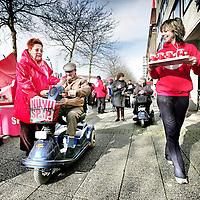 Nederland,Lelystad ,28 februari 2007..SP kamerlid Agnes Kant, tijdens SP politieke campagne op het Stadhuisplein in Lelystad.