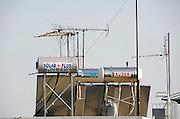 Griekenland, Athene, 5-7-2008In Griekenland wordt veel gebruik gemaakt van de zon om boilers met water te verwarmen.Zonneboiler,energie,zonnepanelen,warm,schoon,milieu,schone,boiler.In greece people use solar heath to produce hot water. Energy,clean,enviroment,boiler,solar-energyFoto: Flip Franssen