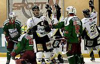 Ishockey<br /> GET-Ligaen<br /> 31.01.08<br /> Askerhallen<br /> Frisk Asker - Stavanger Oilers<br /> Brendan Brooks (midten) jubler for sitt første av tre mål<br /> Foto - Kasper Wikestad