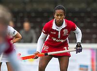 AMSTELVEEN - Lesle-Anne George van Kampong zondag tijdens de hockey hoofdklassewedstrijd tussen Pinoke en Den bosch dames. FOTO KOEN SUYK
