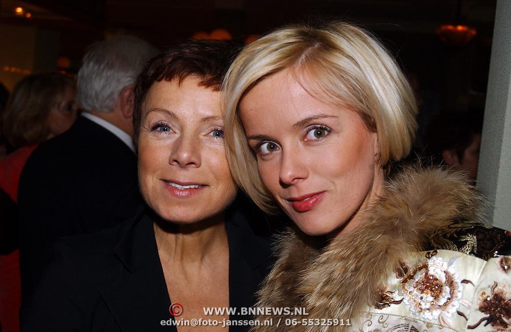 Kerstborrel Princess 2004, Suze Mens en haar moeder Suze