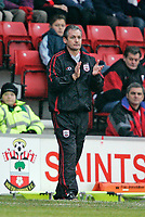 GEORGE BURLEY claps his players<br /> <br /> SOUTHAMPTON V MK DONS FA CUP THIRD RND 7.1.06 <br /> <br /> PHOTO SEAN RYAN FOTOSPORTS INTERNATIONAL