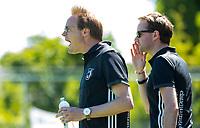 HUIZEN - coach Boaz Janssen (Huizen) en Wouter Kokx bij de eerste play off wedstrijd voor promotie naar de hoofdklasse , Huizen-Nijmegen (3-2) COPYRIGHT KOEN SUYK