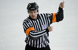 Igranje ploscice z visoko palico. High sticking. Slovenski hokejski sodnik Damir Rakovic predstavlja sodniske znake. Na Bledu, 15. marec 2009. (Photo by Vid Ponikvar / Sportida)