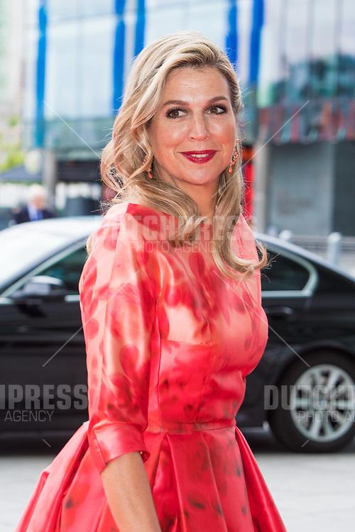 Koningin Maxima tijdens de Contraprestatie in het Bord Gais Energy Theatre in Dublin, op dag 2 van het 3-daags staatsbezoek van het Nederlands Koningspaar aan Ierland.
