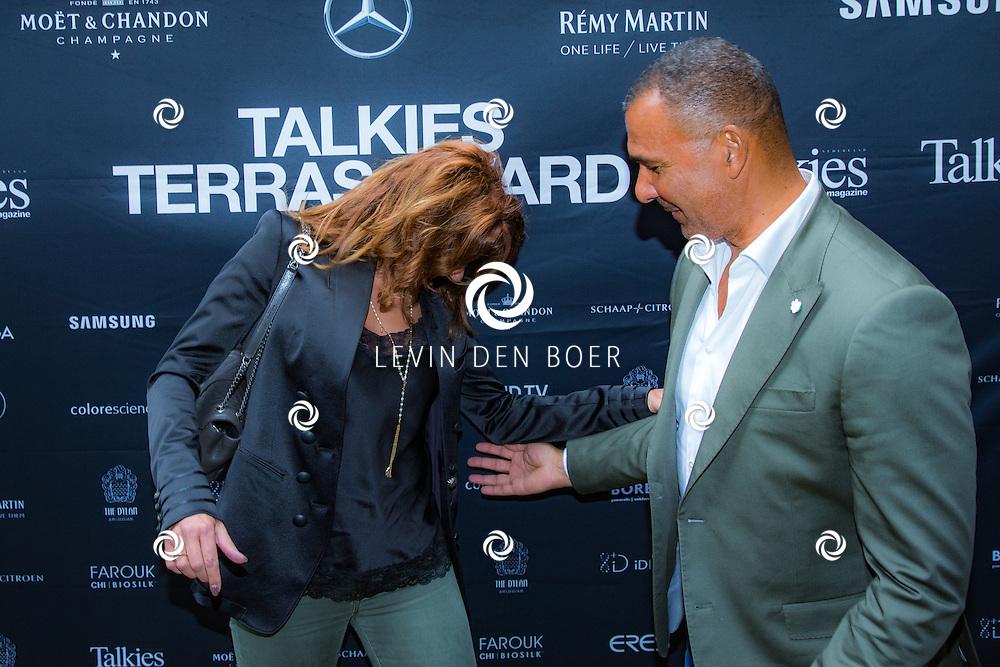 AMSTERDAM - In The Dylan zijn de Talkies Terras Awards uitgereikt voor beste terras 2016. Met hier op de foto Ruud Gullit met partner Karin de Rooij. FOTO LEVIN & PAULA PHOTOGRAPHY VOF
