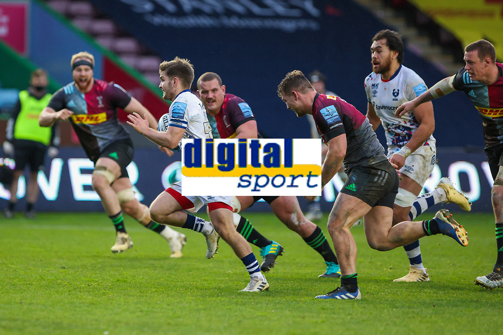 Rugby Union - 2020 / 2021 Gallagher Premiership - Round 4 - Harlequins vs Bristol Bears  - The Stoop<br /> <br /> Harry Randall, of Bristol Bears, breaks away from the Harlequins defence on his way to scoring his teams 3rd try<br /> <br /> COLORSPORT/DANIEL BEARHAM
