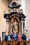 Zijne Majesteit Koning Willem-Alexander en Hare Majesteit Koningin Máxima brengen een werkbezoek aan de Duitse deelstaten Rijnland-Palts en Saarland.<br /> <br /> His Majesty King Willem-Alexander and Her Majesty Queen Máxima paid a working visit to the German federal states of Rhineland-Palatinate and Saarland.<br /> <br /> op de foto / On the Photo: Bezichtiging Dom Sint Pieter en Onze-Lieve-Vrouwekerk, de oudste bisschoppelijke kerk in Duitsland / View St. Peter's Cathedral and Our Lady's Church, the oldest episcopal church in Germany