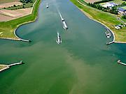 Nederland, Gelderland, Wijk bij Duurstede, 27-05-2020; ingang Amsterdam-Rijnkanaal, gezien vanaf kruising met rivier de Lek. Zwaaikommen voor het keren van schepen<br /> Entrance Amsterdam-Rijnkanaal, seen from the crossing with the river Lek. Winding places for turning ships.<br /> <br /> luchtfoto (toeslag op standaard tarieven);<br /> aerial photo (additional fee required)<br /> copyright © 2020 foto/photo Siebe Swart