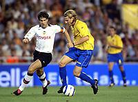 Fotball<br /> Primera Division Spania 2004/05<br /> Villareal<br /> Foto: Digitalsport<br /> NORWAY ONLY<br /> Diego Forlan<br /> David Abelda, Valencia