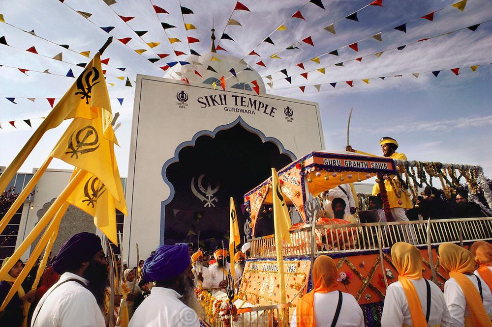 USA_SIKH_06_xs.Sikh festival parade at the Sikh Temple, Yuba City, California..