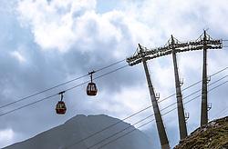 THEMENBILD - Gondelbahn am Kitzsteinhorn Gletscher an einem sonnigen Tag, aufgenommen am 23. August 2018 in Kaprun, Österreich // cable car on the Kitzsteinhorn glacier on a sunny day, Kaprun, Austria on 2018/08/23. EXPA Pictures © 2018, PhotoCredit: EXPA/ JFK