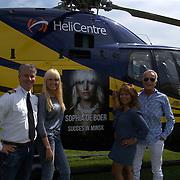 NLD/Lelystad/20150822 - Rondvlucht Sophia de Boer voor Life is Beautiful bij Helicentre Lelystad, investeeder Rob Rijnsburg en partner