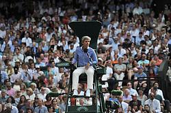 July 13, 2018 - Angleterre - Wimbledon - Kevin Anderson Afrique du sud bat John Isner en USA en 6 heures 36 minutes - arbitre du match (Credit Image: © Panoramic via ZUMA Press)