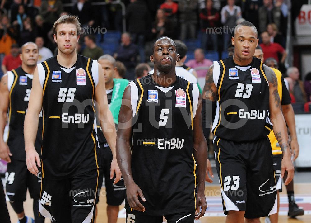 Basketball  1. Bundesliga  2009/2010   05.12.2009 Brose Baskets - ENBW Ludwigsburg Enttaeuschung Ludwigsburg;  Kyle Visser, Michael King und Rashaun Freemann (v.li.)