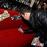 3FM Serious Request 2012 in Enschede van start!, Gerard Ekdom signeert rode bank