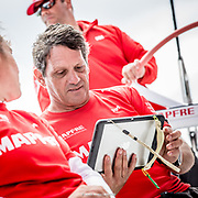 © María Muiña I MAPFRE: Joan Vila entrenando a bordo del MAPFRE. Joan Vila training on board MAPFRE.