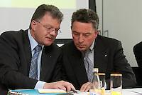 """16 MAR 2004, BERLIN/GERMANY:<br /> Richard Eberhardt (L), Praesident Internationaler Bustouristik Verband e.V., und Gunther Moerl (R), Hauptgeschaeftsfuehrer Bundesverband Deutscher Omnibusunternehmer e.V., ADAC Gespraech zur Mobilitaet """"Sicherheit von Reisebussen - Unfaelle verhindern, Risiken vermeiden"""", ADAC Praesidialbuero Berlin<br /> IMAGE: 20040316-01-033<br /> KEYWORDS: ADAC Gespräch, Gunter Mörl"""