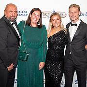NLD/Hilversum/20190902 - Voetballer van het jaar gala 2019, Frenkie de Jong en partner  Mikky Kiemeney met zijn zaakwaarnemer Ali Dursun