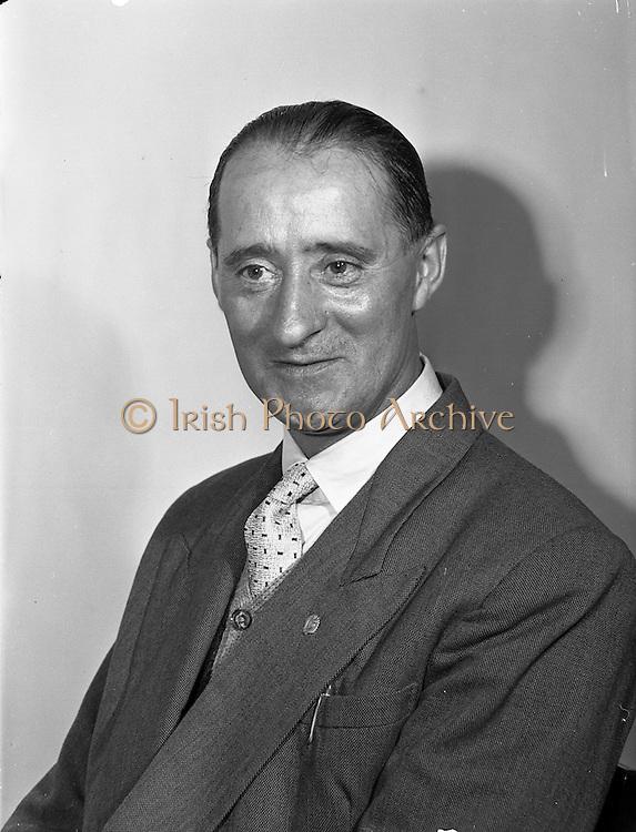 20/05/1959<br /> 05/20/1959<br /> 20 May 1959<br /> Mr. Dick of Irish Shell at Irish Shell offices, Fleet Street, Dublin.