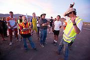 De tweede westrijddag van de WHPSC. In Battle Mountain (Nevada) wordt ieder jaar de World Human Powered Speed Challenge gehouden. Tijdens deze wedstrijd wordt geprobeerd zo hard mogelijk te fietsen op pure menskracht. Ze halen snelheden tot 133 km/h. De deelnemers bestaan zowel uit teams van universiteiten als uit hobbyisten. Met de gestroomlijnde fietsen willen ze laten zien wat mogelijk is met menskracht. De speciale ligfietsen kunnen gezien worden als de Formule 1 van het fietsen. De kennis die wordt opgedaan wordt ook gebruikt om duurzaam vervoer verder te ontwikkelen.<br /> <br /> The second day at the WHPSC. In Battle Mountain (Nevada) each year the World Human Powered Speed ??Challenge is held. During this race they try to ride on pure manpower as hard as possible. Speeds up to 133 km/h are reached. The participants consist of both teams from universities and from hobbyists. With the sleek bikes they want to show what is possible with human power. The special recumbent bicycles can be seen as the Formula 1 of the bicycle. The knowledge gained is also used to develop sustainable transport.