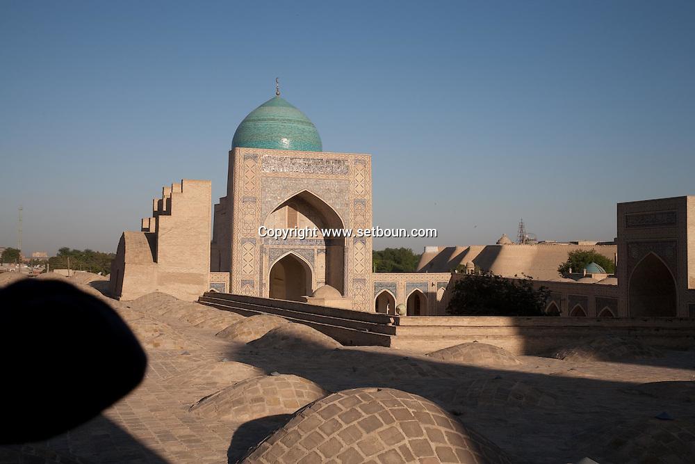 lrooftops of Kaloun mosque in the old city  Boukhara  Ouzbekistan  .///.les toits de la mosquee  Kalon  Boukara  Ouzbekistan .///.OUZB56243C