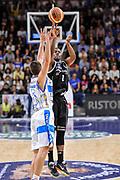 DESCRIZIONE : Campionato 2014/15 Dinamo Banco di Sardegna Sassari - Dolomiti Energia Aquila Trento Playoff Quarti di Finale Gara3<br /> GIOCATORE : Tony Mitchell<br /> CATEGORIA : Tiro Tre Punti Three Points<br /> SQUADRA : Dolomiti Energia Aquila Trento<br /> EVENTO : LegaBasket Serie A Beko 2014/2015 Playoff Quarti di Finale Gara3<br /> GARA : Dinamo Banco di Sardegna Sassari - Dolomiti Energia Aquila Trento Gara3<br /> DATA : 22/05/2015<br /> SPORT : Pallacanestro <br /> AUTORE : Agenzia Ciamillo-Castoria/L.Canu