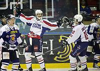 Ishockey ,  <br /> GET-ligaen ,  <br /> 26.11.2009 , <br /> Sparta Sarpsborg v Lørenskog , <br /> Sparta Amfi , <br /> Foto: Thomas Andersen, Digitalsport , <br /> Ian MacNeil jubler for 4-4 mål mens Spartas Rene Bøe og Niklas Roest depper