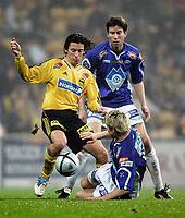 Fotball 29. oktober 2005, tippeliga, LSK vs Molde, Robert Koren, LSK Petter Rudi og Magnus Kihlberg (liggende), Molde<br /> Foto Kurt Pedersen