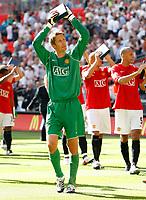 Photo: Richard Lane/Sportsbeat Images.<br />Manchester United v Chelsea. FA Community Shield. 05/08/2007. <br />Manchester United's Edwin Van De Sar applauds the fans.
