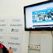 NLD/Den Haag/20100906 - Start Alfabetiseringsweek met installatie forum A tot Z, start website