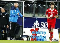 Fotball , 17. oktober 2011 , Tippeligaen , Eliteserien<br /> Start - Brann 3-1<br /> Trener for Start Mons Ivar Mjelde<br /> Erik Mjelde , Brann