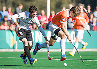 BLOEMENDAAL - HOCKEY -  Florian Fuchs (Bl'daal) met links Robert van de Horst (Oranje-Rood)  tijdens de competitie hoofdklasse hockeywedstrijd Bloemendaal -ORANJE-ROOD (4-1)  COPYRIGHT KOEN SUYK