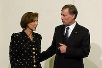 11 JAN 2005, BERLIN/GERMANY:<br /> Eva Luise Koehler, Praesidentengattin, und Horst Koehler, Bundespraesident, im Gespraech, waehrend dem Neujahrsempfang des Bundespraesidenten, Schloss Charlottenburg<br /> IMAGE: 20050111-01-034<br /> KEYWORDS: Bundespräsident, Horst Köhler, gespräch
