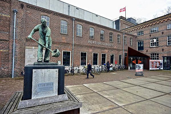 Nederland, Ulft, 12-11-2014Impressie van het DRU industriepark met de cultuurfabriek als middelpunt. Dit terrein met industrieel erfgoed is getransformeerd tot een plek voor cultuur, kleinschalige bedrijven en wonen. Het voormalige DRU fabrieksterrein is een ontmoetingsplek binnen de regio. Sinds september 2009 is in het Portiersgebouw de DRU Cultuurfabriek gevestigd. Samen met de diverse woningen en het appartementencomplex aan de randen van het gebied, de komst van wooncorporatie Wonion en de diverse woningen in het Beltmancomplex en met de komst van radiozender Optimaal FM naar het Loonbureau later dit jaar, maakt dit het DRU Industriepark tot knooppunt van activiteiten. de Oude IJssel.FOTO: FLIP FRANSSEN/ HOLLANDSE HOOGTE