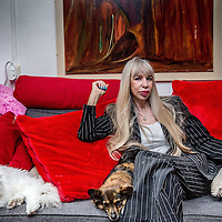 """Nederland, Amsterdam, 20 mei 2016.<br />Metje Blaak (66) is schrijfster, filmmaker en fotograaf, maar was in het verleden ook prostituee en vertelde hier meermalen openlijk over in de media. Na meer dan tien boeken vond Metje het tijd voor de autobiografie Wij Metje Blaak, een boek over haar turbulente leven als prostituee, maar ook overde tijd daarna. """"De wereld buiten de prostitutie is harder dan daarbinnen.""""<br /><br /><br /><br />Foto: Jean-Pierre Jans"""