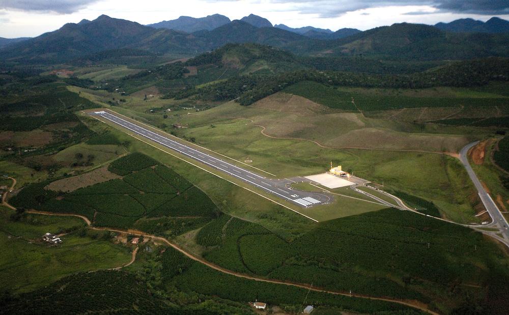 Manhuacu_MG, Brasil...Reforma e ampliacao do aeroporto de Manhuacu...The construction of the Manhuacu airport...Foto: BRUNO MAGALHAES /  NITRO