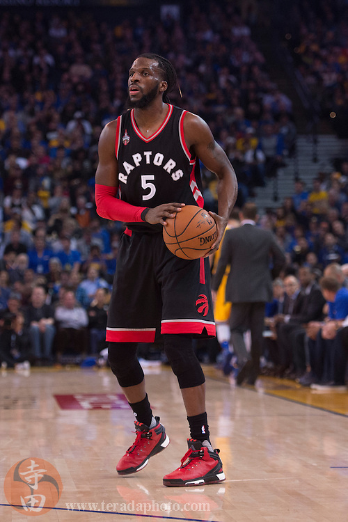 November 17, 2015; Oakland, CA, USA; Toronto Raptors forward DeMarre Carroll (5) controls the basketball during the second quarter against the Golden State Warriors at Oracle Arena. The Warriors defeated the Raptors 115-110.