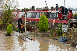 © Licensed to London News Pictures. 16/11/2019. Tewkesbury, Worcestershire, UK. After several days of heavy rainfall, there is severe flooding in many parts of  Worcestershire, UK. Levels are expected to peak this afternoon.  Photo credit: Graham M. Lawrence/LNP