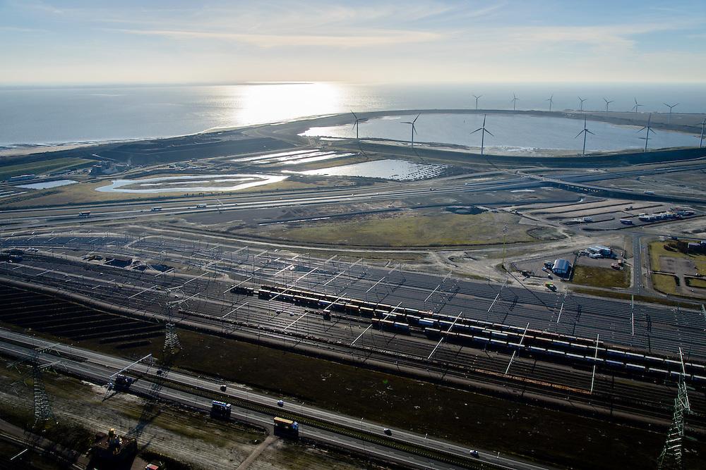Nederland, Zuid-Holland, Rotterdam, 18-02-2015; Tweede Maasvlakte (MV2) met Emplacement Maasvlakte West (Rail Terminal West). In beheer bij Keyrail, exploitant Betuweroute. Slufter in de achtergrond.<br /> Emplacement Maasvlakte West (West Rail Terminal) managed by Keyrail, operator Betuweroute. <br /> luchtfoto (toeslag op standard tarieven);<br /> aerial photo (additional fee required);<br /> copyright foto/photo Siebe Swart