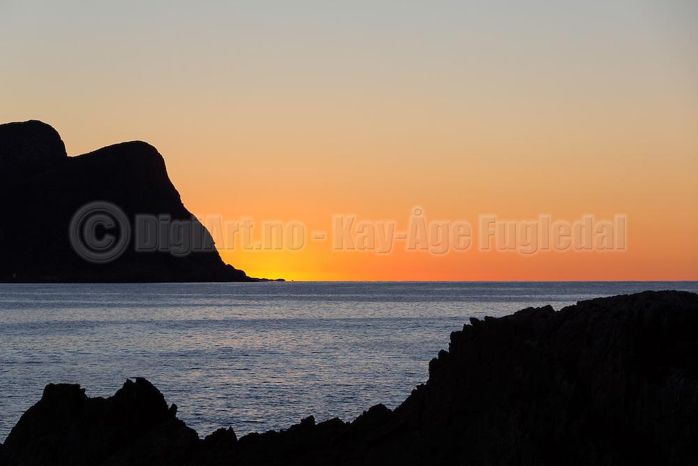 Sunset at the west coast of Norway | Solnedgang ved Kvalsvik i Herøy.