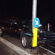 Ongeval Bestevear Huizen, auto tegen lichtmast