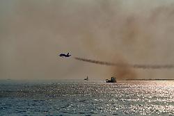 """Spettacolo acrobatico del Team """"Frecce Tricolori"""" dell'aeronautica militare italiana a Gallipoli nell'estate del 2007"""
