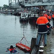 Huizer Havendag 1999, redding slachtoffer uit het water
