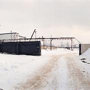 05-03-1996-Oekraine, Tsjernobyl. De verlaten satd Pripyat waar 20 jaar geleden een ontploffing ontstond in een kernreactor. Dit met gevolge dat er een kernramp onstond en het gebied tot op de dag van vandaag eigenlijk niet bewoonbaar is.<br />De kerncentrale met de sarcofaag op de voorgrond.<br />Foto: Sake Elzinga/Hollandse Hoogte