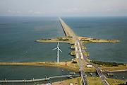 Nederland, Noord-Holland, Den Oever, 14-07-2008; Afsluitdijk, waterkering tussen Waddenzee en IJsselmeer (rechts, voorheen Zuiderzee); aanleg van de dijk vormde onderdeel Zuiderzeewerken, initiatief van ingenieur Cornelis Lely; in de dijk de Stevinsluizen, spuisluizen - uitwaterende sluizen; het 'eiland' heet Robbenplaat;.Schutsluizen schutsluis. .luchtfoto (toeslag); aerial photo (additional fee required); .foto Siebe Swart / photo Siebe Swart