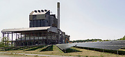 Nederland, the Netherlands, Nijmegen, 9-5-2020 De eind 2015 buiten bedrijf gestelde en gesloten elektriciteitscentrale van Engie, Electrabel, voorheen PGEM, EPON, Nuon, GDF SUEZ Energie Nederland. De sloop is in volle gang. Het was een kolengestookte centrale, met een klein beetje biomassa in de laatste jaren, en is eind 2015 afgekoppeld en stilgelegd, vanwege ouderdom, stroomoverschot en het energieakkoord waarin een energietransitie naar duurzame energie is afgesproken. Op het terrein komt een zonnpark en er komen minstens twee grote windmolens .  Foto: Flip Franssen